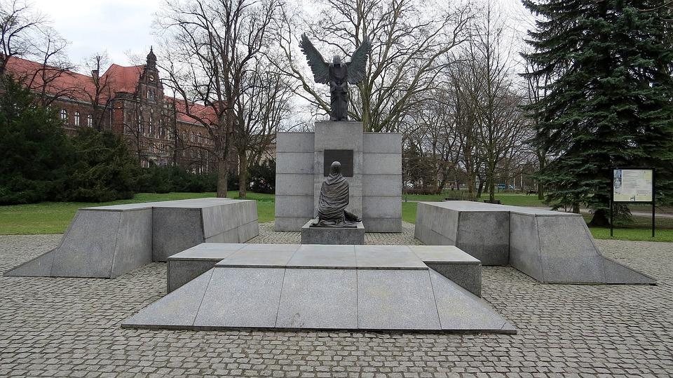 Stalin inciampò nelle fosse di Katyn